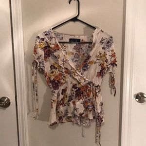 FLIRTY 😘 and FLOWERY 🌸 top!